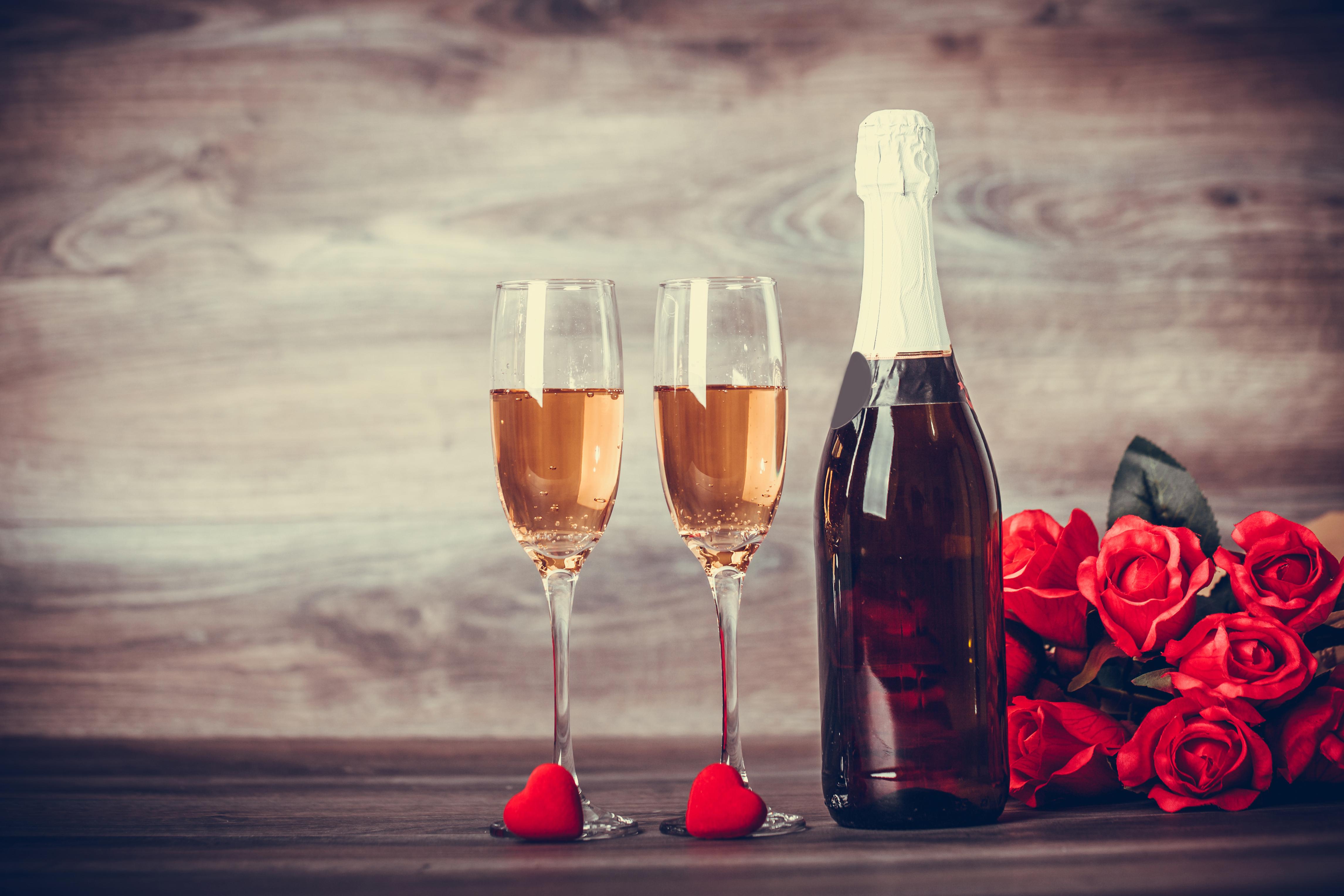 Картинки два бокала и шампанское