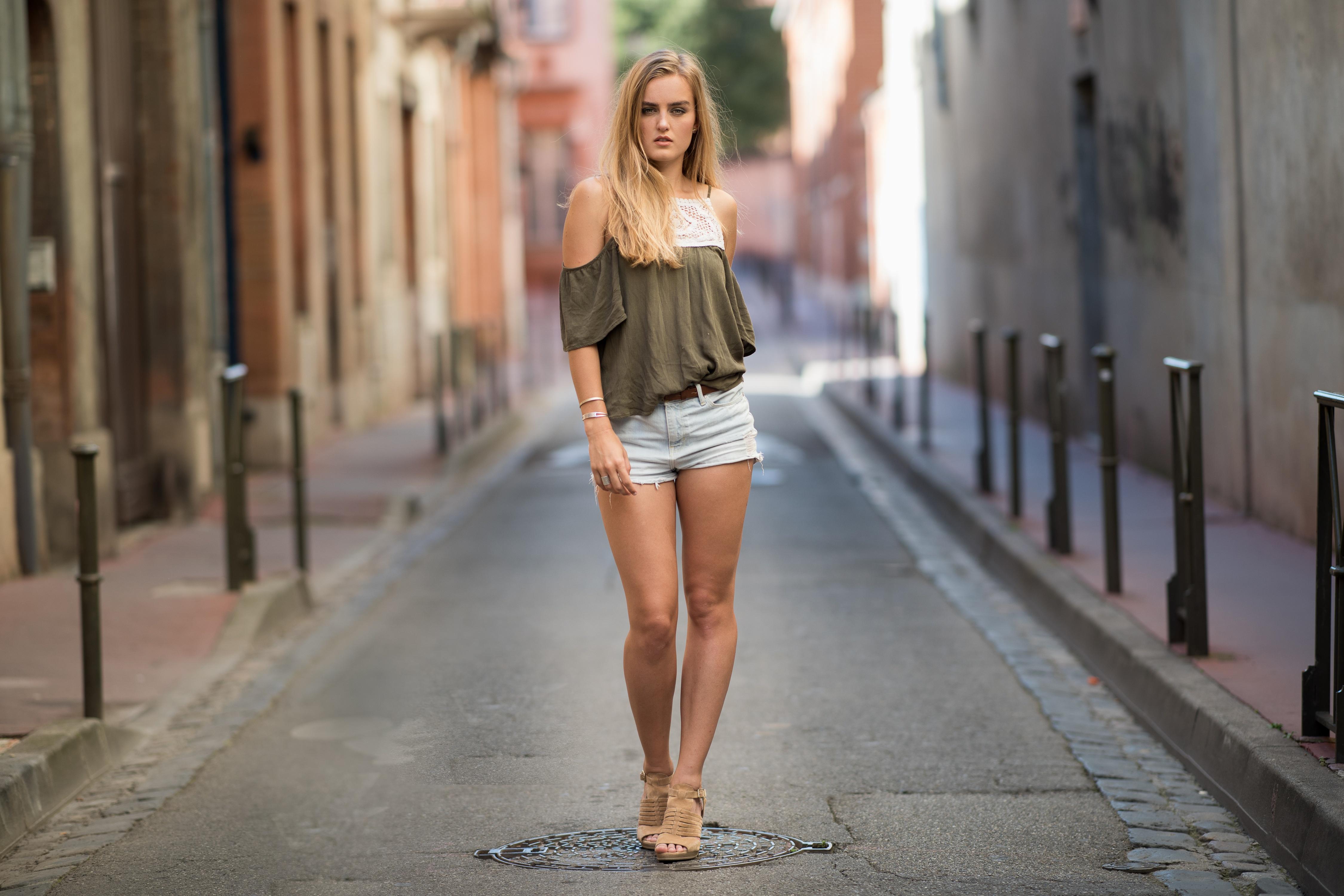 Открытые девушки на улицах
