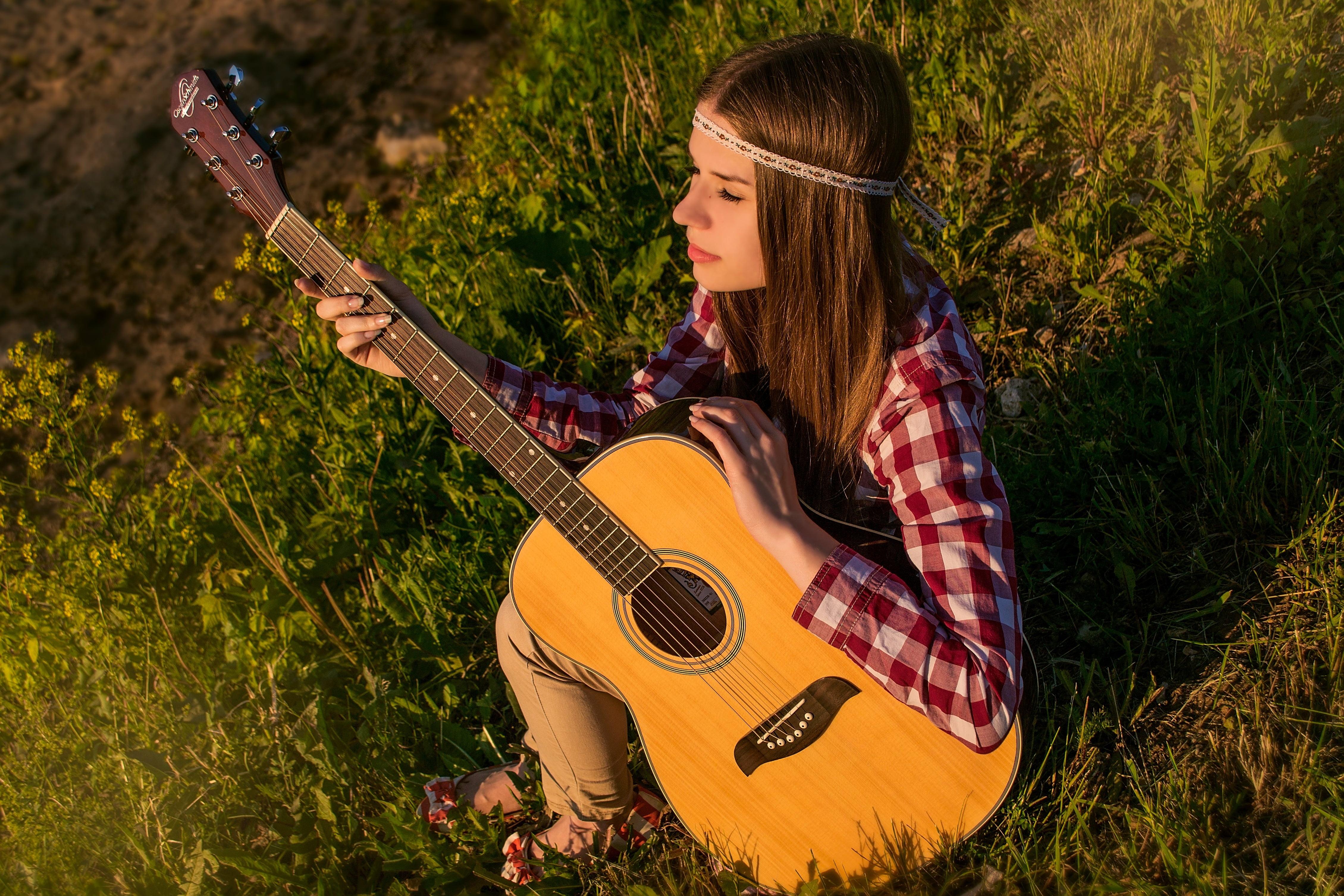 Красивые девушки с гитарой картинки