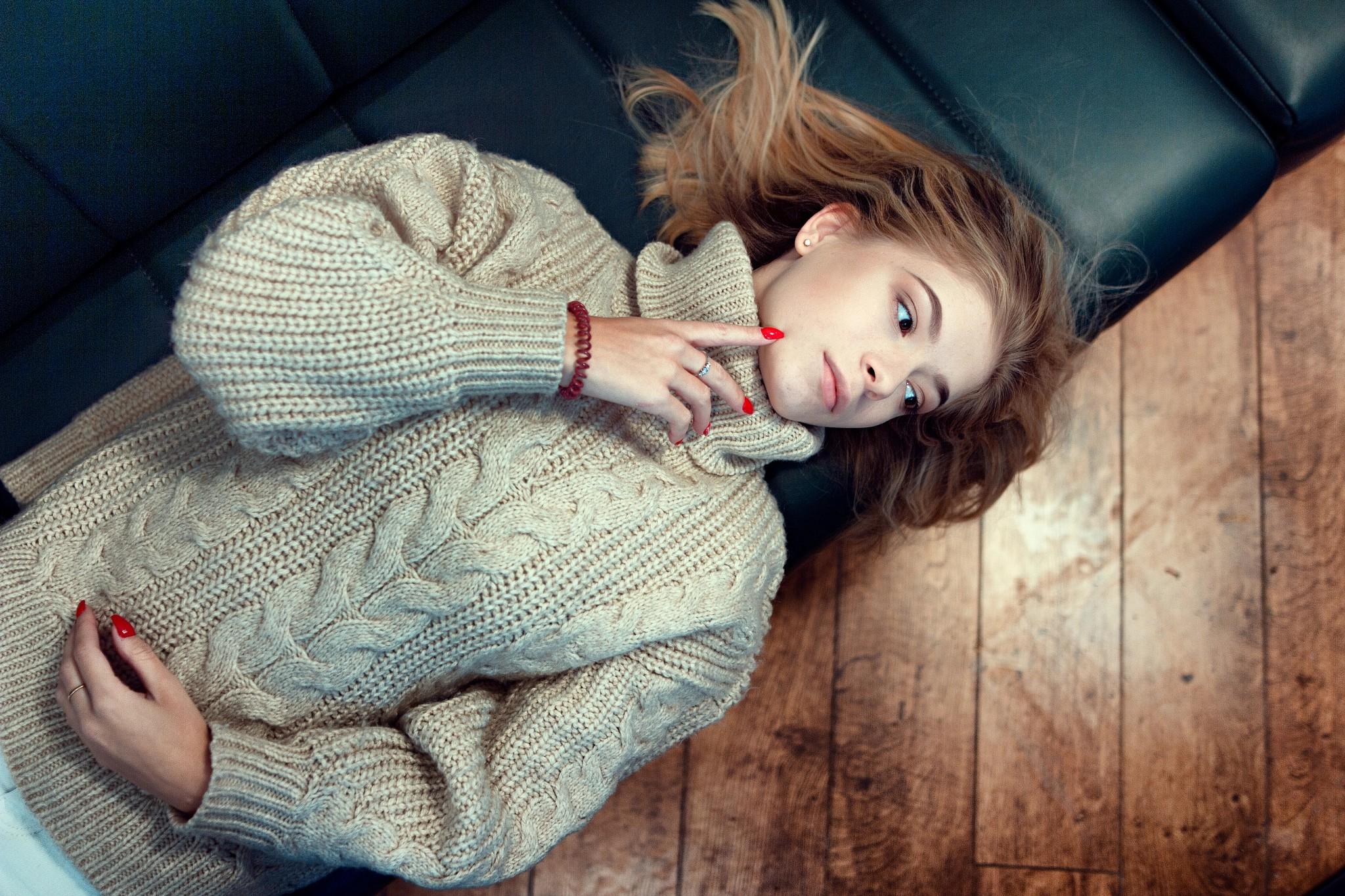 утверждению идея фото в свитере параллельно девушка поступила