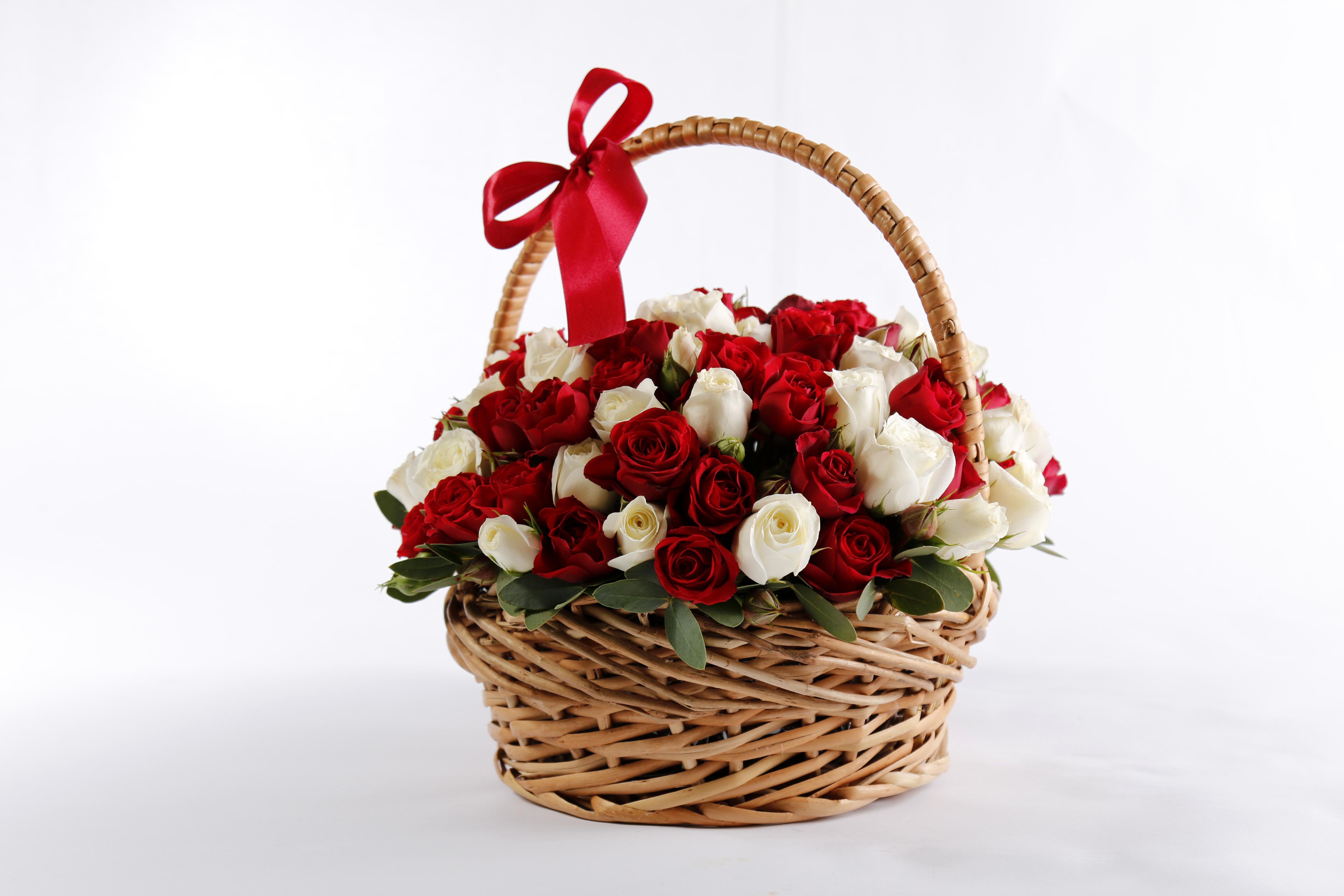 Цветы в корзинке открытка