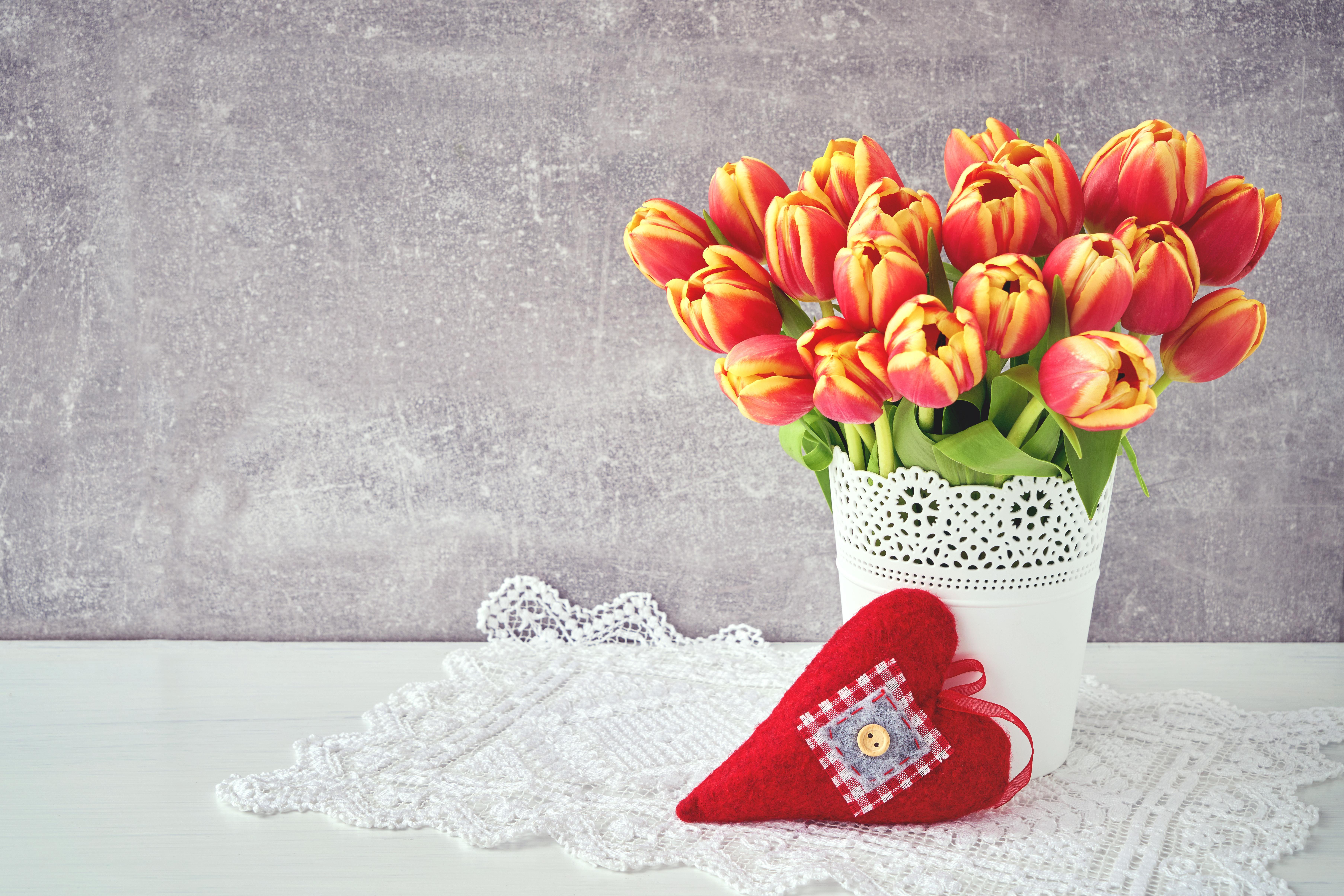 обои на рабочий стол красные тюльпаны в вазе обязательно искать пересечение