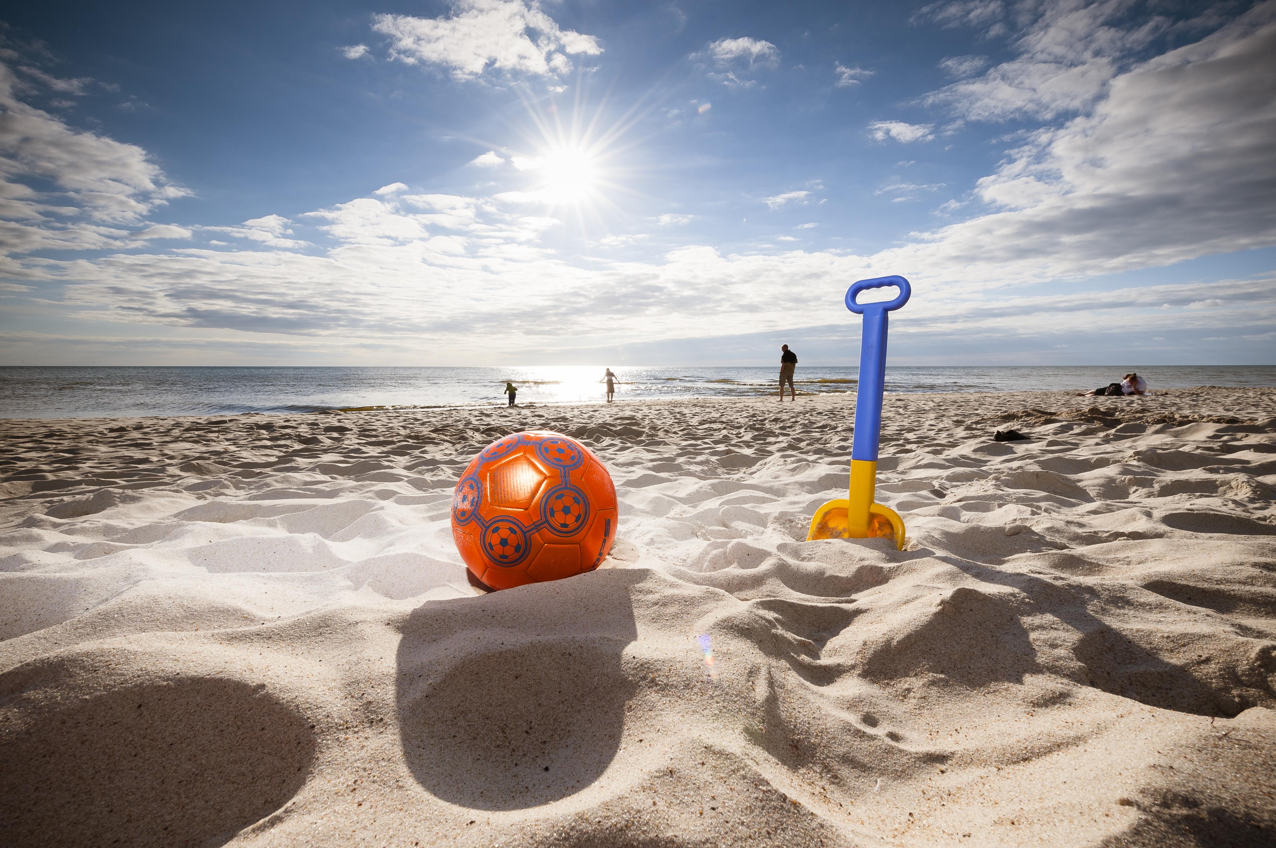 картинка игрушка на берегу моря приведем