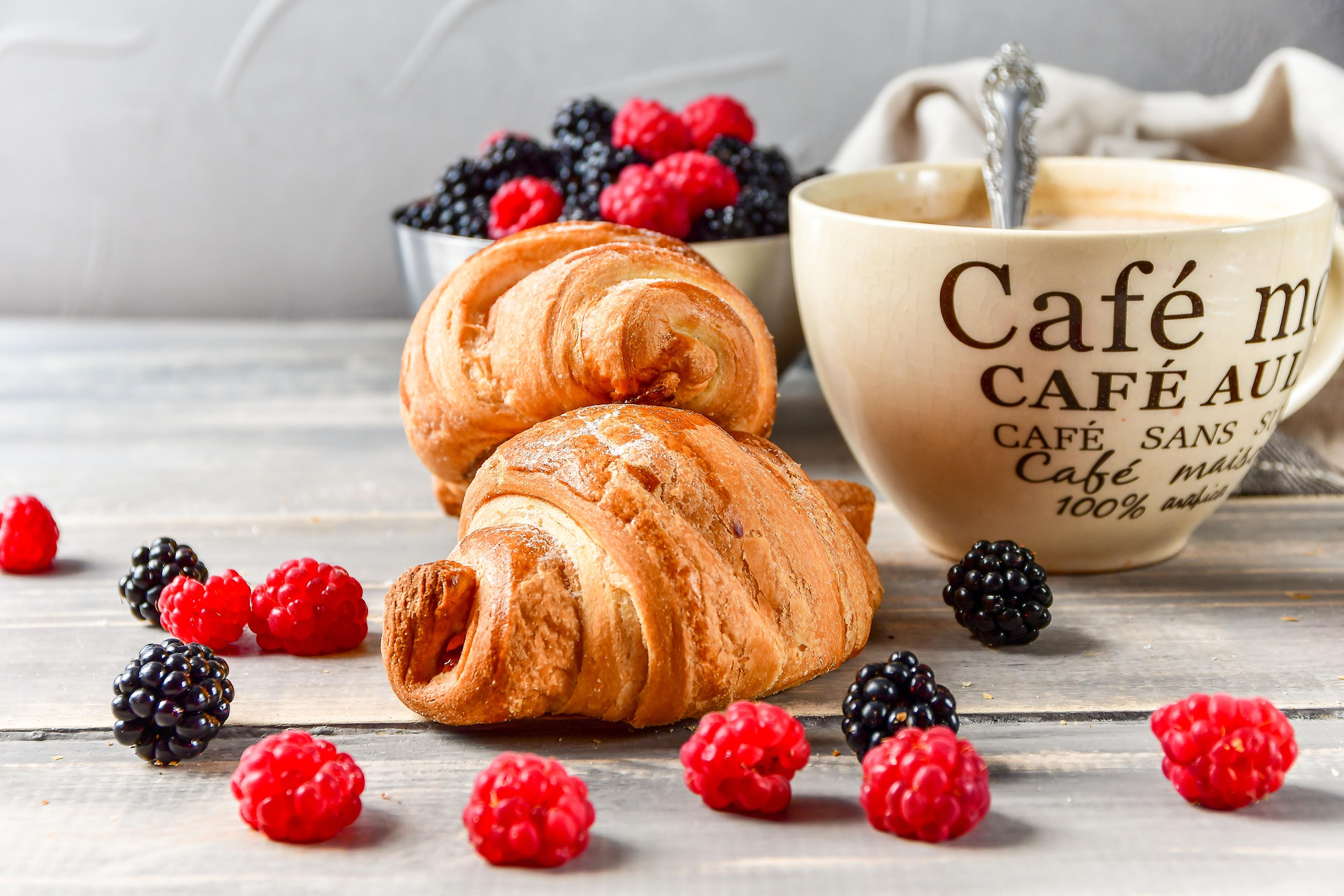 открытка кофе с круассаном полосу