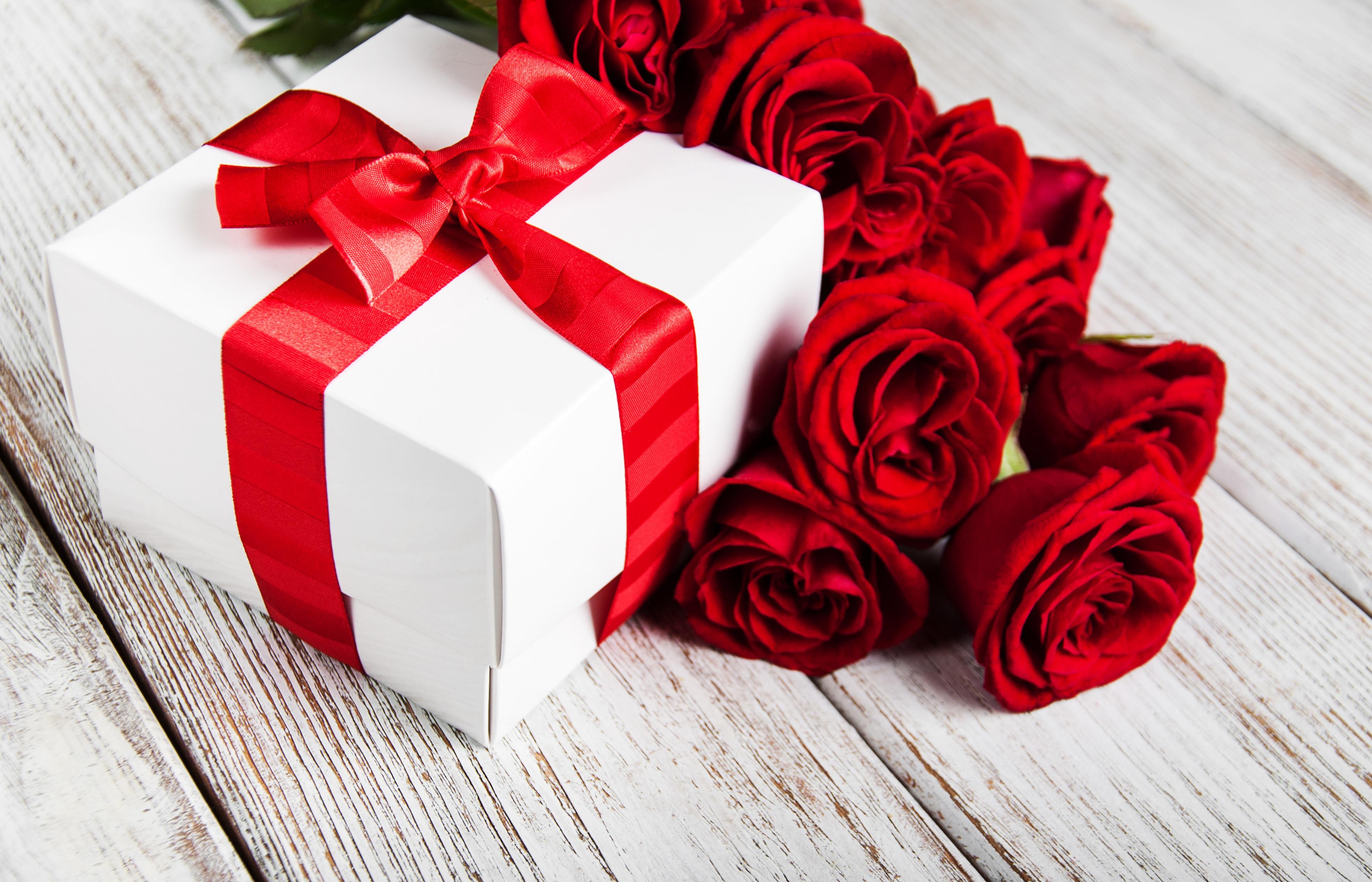 Красивые картинки роз с подарками