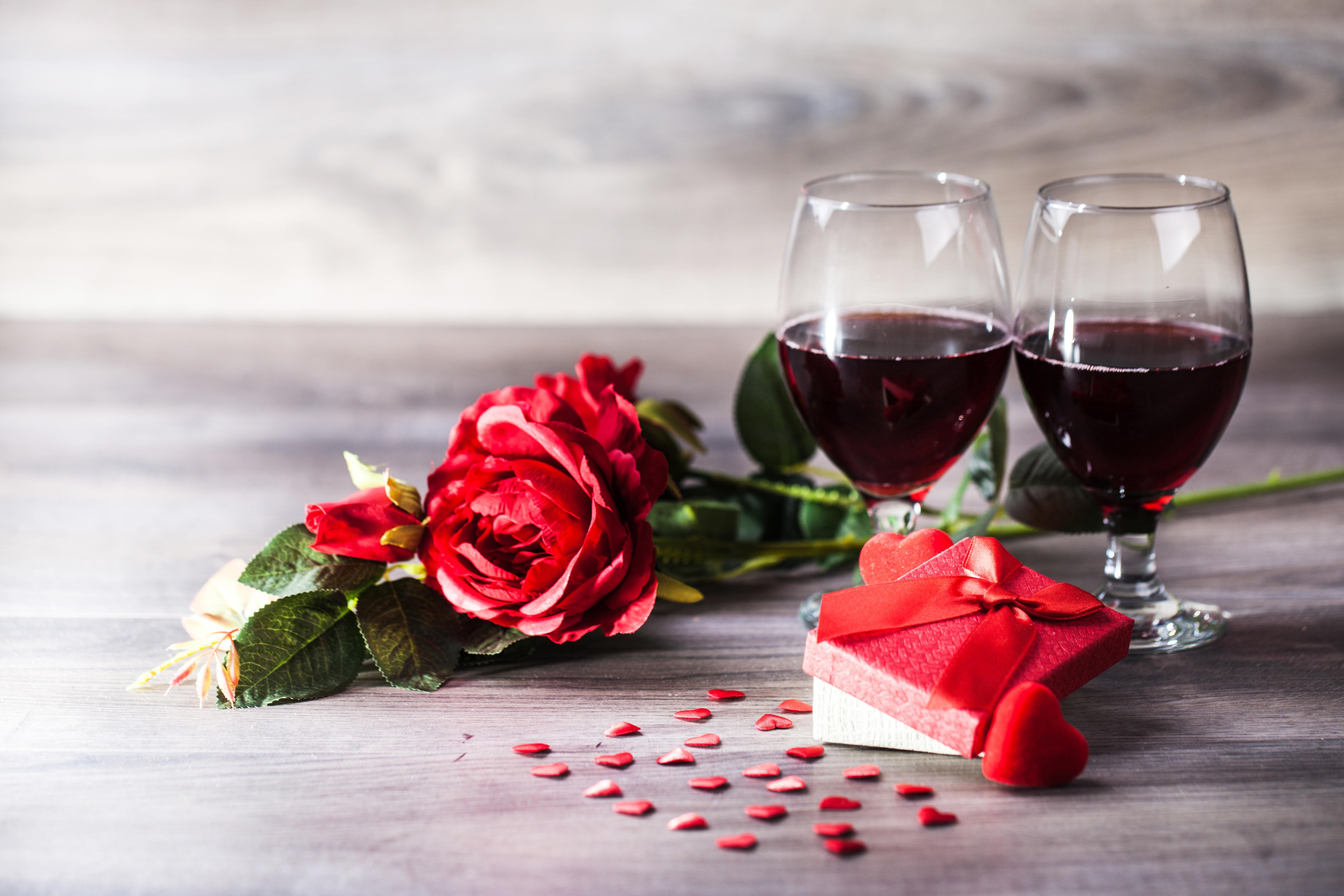 красивые картинки вино и роза на столе такие глаза