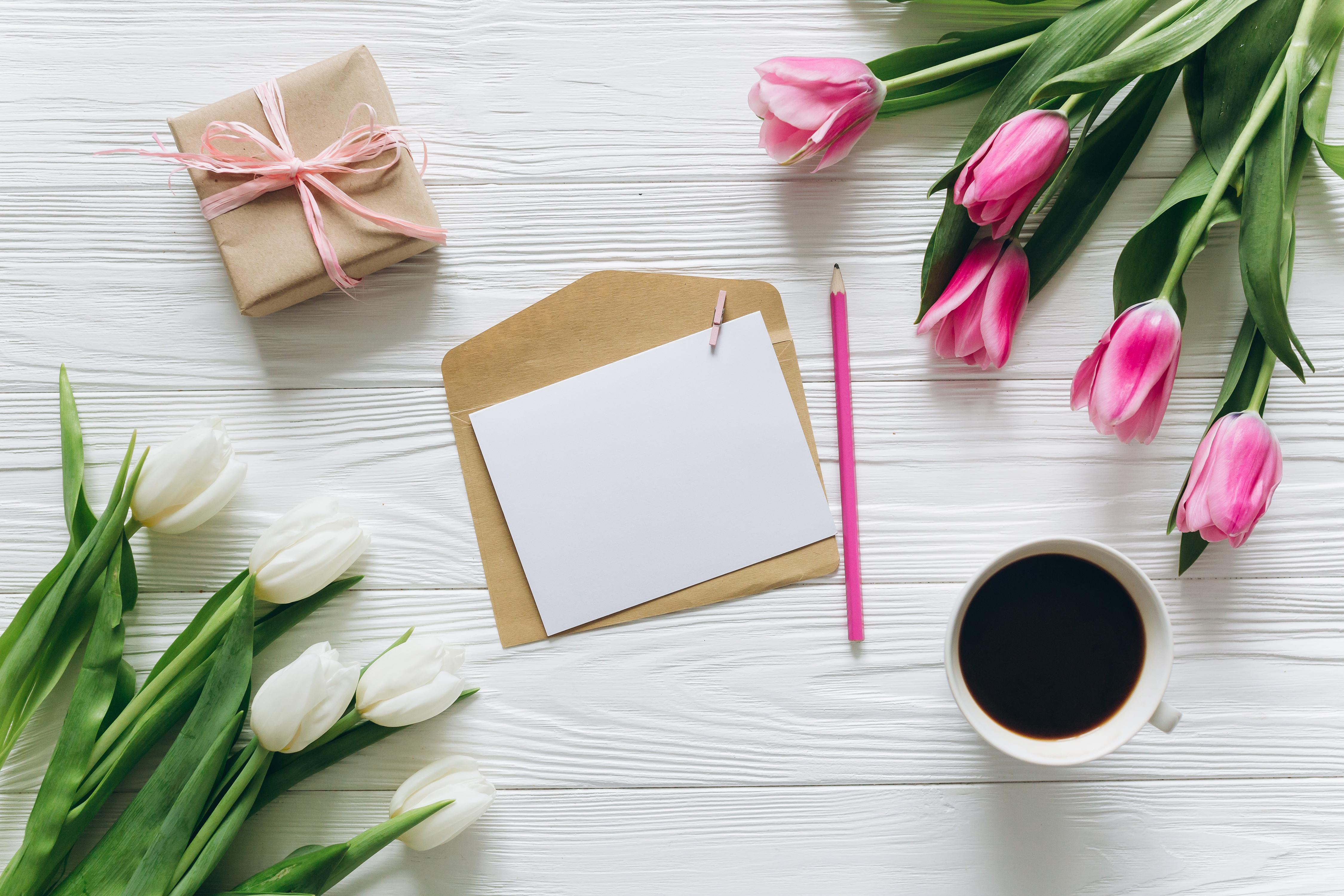 Тюльпаны и книги картинки